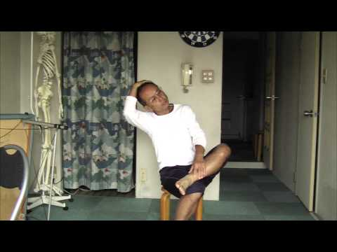 Feldenkrais Differentiation of Hip Joint on Chair with Legs Crossed フェルデンクライス