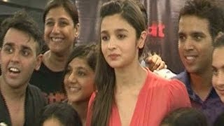 2 states actor Alia Bhatt grooves with the contestants