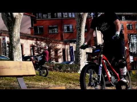 JULIEN DUPONT - URBAN FREESTYLE MOTORBIKE - PINK TOWN - RTW S3