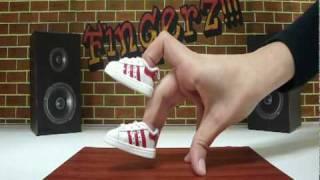 finger tutting itu salah satu aliran street dance yang mengandalkan jari,olah raga jari ini sangat lah sulit karena kita hanya brfokus pada jari tangan kita, tapi kita bisa mempelajarinya dngan niatan yang kuat!! so look at the video
