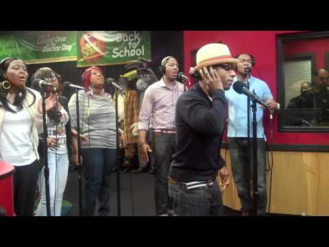 Kirk Franklin performs IMAGINE ME and SMILE while visiting the Red Velvet Cake Studio.