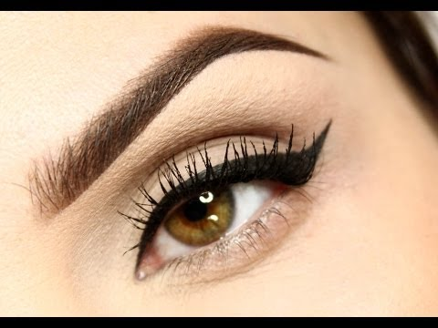 Jak narysować idealną kreskę eyelinerem?