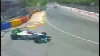 F1レース、スピンから復帰1秒後またスピン