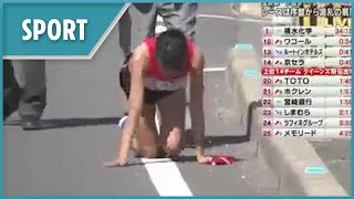 Relay runner breaks her leg and crawls to teammate - THESUNNEWSPAPER