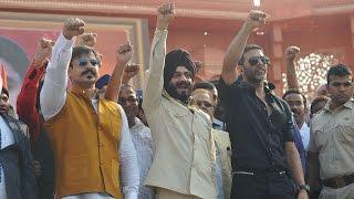 Akshay Kumar, Vivek pay tribute to 26/11 martyrs - IANSINDIA