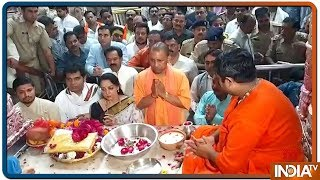 Mathura: Hema Malini, Yogi Adityanath perform prayer at Banke Bihari temple - INDIATV