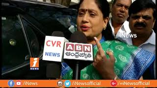 Congress Star Campaigner Vijayashanthi Casts His Vote | Telangana Assembly Polling 2018 | iNews - INEWS