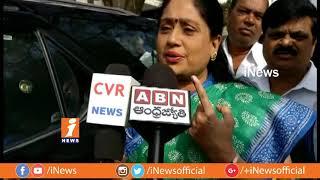 Congress Star Campaigner Vijayashanthi Casts His Vote | Telangana Assembly Polling 2018 | iNews - INEWS