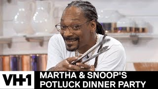Snoop is Afraid of Crabs & Christina Milian is a Pro | Martha & Snoop's Potluck Dinner Party - VH1