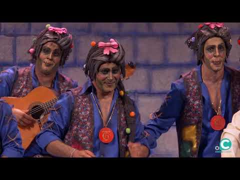 La agrupación El de las llaves con sus muertos llega al COAC 2020 en la modalidad de Chirigotas. En años anteriores (2019) concursaron en el Teatro Falla como La última y nos vamos, consiguiendo una clasificación en el concurso de Preliminares.