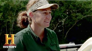 Swamp People: Stringbean Helps Kristi Out of a Jam (Season 9, Episode 8) | History - HISTORYCHANNEL