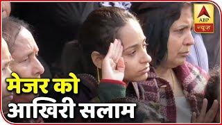 Pulwama: Martyr Vibhuti Dhoundiyal's Wife Salutes Husband For The Last Time | ABP News - ABPNEWSTV