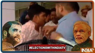 Lok Sabha Elections 2019: BJP Workers ने की चुनाव अधिकारी की पिटाई, SP के लिए वोटिंग कराने का आरोप - INDIATV