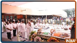 PM Modi pays last respects to Goa CM Manohar Parrikar - INDIATV