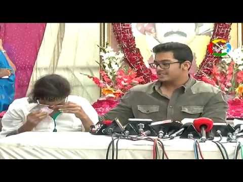 Actor Srihari Wife Disco Shanti Getting Emotional