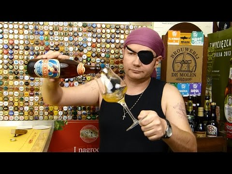 Tomek Kopyra degustuje piwo Nelson z browaru Krajan