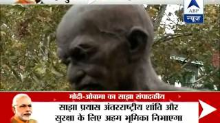 Indian-American gifts Mahatma Gandhi idol to PM Modi in Washington - ABPNEWSTV