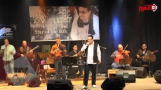 علاء عبد الخالق يشعل بإحساسه جمهور ساقية الصاوي