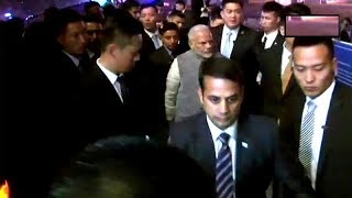 PM Modi receives warm welcome by Indian community in China - TIMESOFINDIACHANNEL