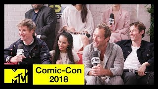 'Fantastic Beasts: The Crimes of Grindelwald' Cast on SEXY Dumbledore & More! | Comic-Con 2018 - MTV