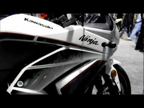 2011 Honda CBR250R vs 2011 Kawasaki Ninja 250R. Nikon S70 HD Video Test
