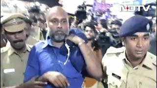 सबरीमला मंदिर के बाहर प्रदर्शन कर रहे 80 लोगों को पुलिस ने किया गिरफ़्तार - NDTVINDIA