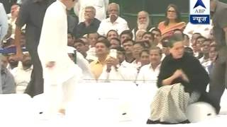 Sonia, Rahul and others pay homage to Indira Gandhi on 30th death anniversary - ABPNEWSTV