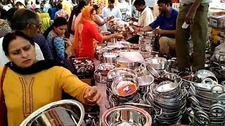 People throng utensil and puja shops for Dhanteras shopping - TIMESOFINDIACHANNEL