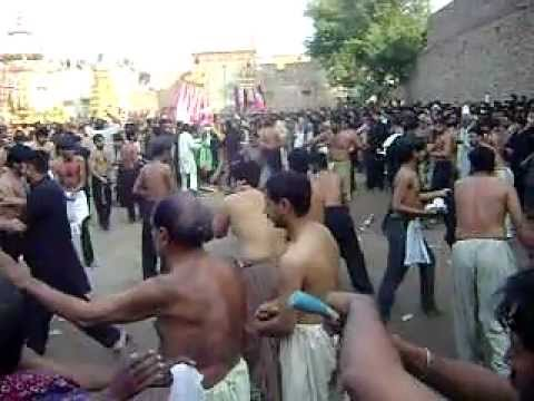 JHANG  10 Muharram 2011, Shah kabir   zanjeer MATAM post by Chaudhry ilyas sikanadar 0092-3335533977
