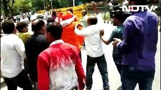 Swami Agnivesh Attacked On Way To Pay Tribute To Vajpayee At BJP Office - NDTV