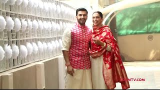 Deepika Padukone & Ranveer Singh make an appearance outside their residence | DeepVeer Wedding - ZOOMDEKHO