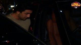 Ranbir's Bodyguard Rough Up Photographers | Bollywood News
