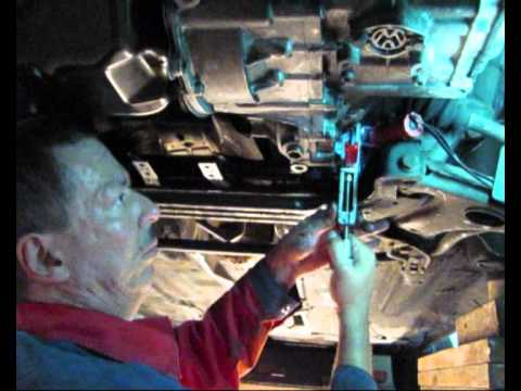 VW Passat 35i Replacing Steering Gear Boots