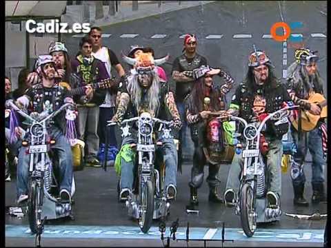 Sesión de Cuartos de final, la agrupación Los que no se jartan de choppe actúa hoy en la modalidad de Chirigotas.