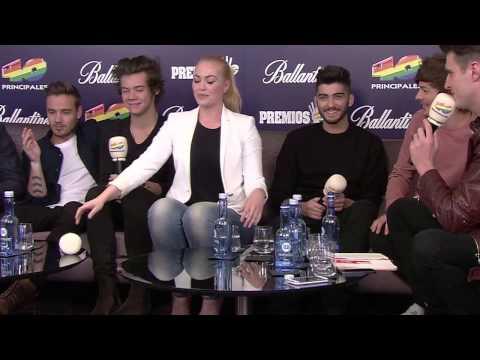 One Direction juegan con Daniela Blume
