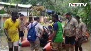 केरल में बाढ़ की त्रासदी, पांदनाद इलाक़े में नेवी बांट रही राहत सामग्री - NDTVINDIA