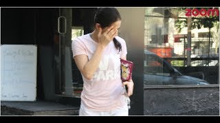 'Kedarnath' Actress Sara Ali Khan Hides Her Face From Paparazzi | Bollywood News - ZOOMDEKHO