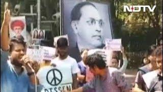 मुंबई : छात्रों ने स्कॉलरशिप कम करने का विरोध किया - NDTVINDIA