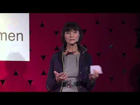 Dr Ewa Woydyłło-Osiatyńska podczas występu na TEDxWarsawWomen, 2013 r.