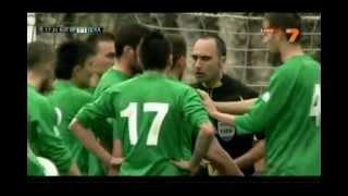 [有片] 保加利亞教練不滿裁決 試圖撕毀球證紅黃牌