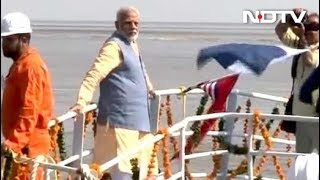 रो-रो फेरी से दहेज पहुंचे पीएम मोदी - NDTVINDIA