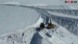 除雪作業が進む 立山黒部アルペンルート