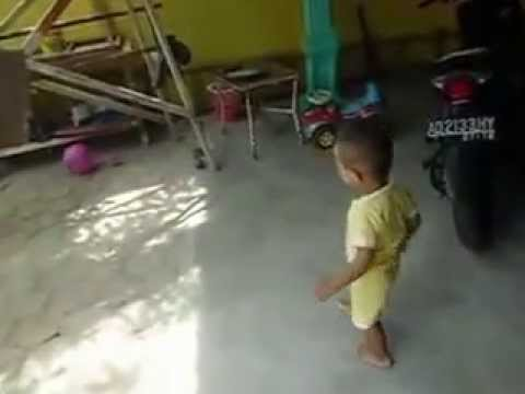 2 Year Old Kids Play Ball and Car