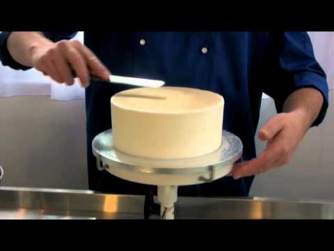 Ceri. Dz Coating a cake in royal icing Video Demonstration