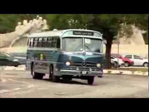 Monobloco Faz Um Som Em Ônibus Antigo