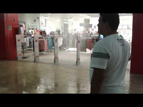Teto da Renner desaba e assusta clientes da loja