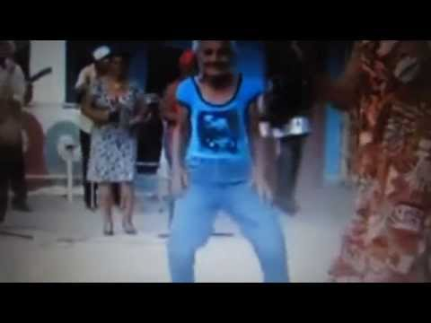 Abuela de 80 Años baila Salsa como una de 20, casi es Shakira.