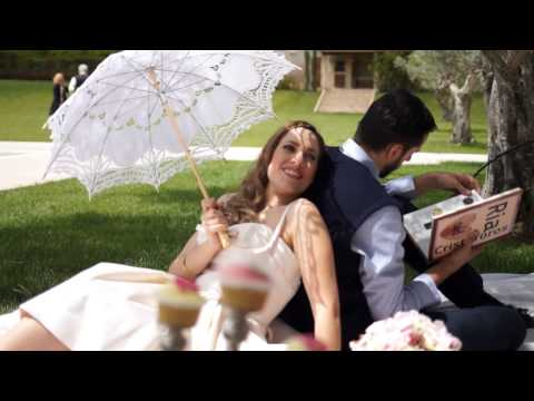 A romantic Vintage Pic nic! The pre Wedding Photoshoot of Ria & Christoforos