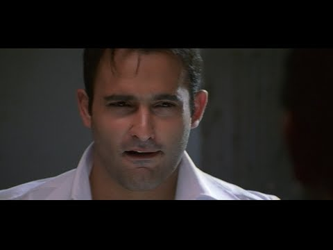 Arshad Warsi tells Akshaye Khanna that he should pretend to love Kareena (Hulchul)