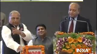 Mulayam pulls up Akhilesh govt for 'slow pace of work' in Uttar Pradesh - INDIATV